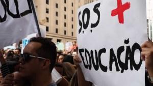 naom 5ee0e1bc9a7d0 300x169 - Professores estudam greve em estados que planejam volta às aulas
