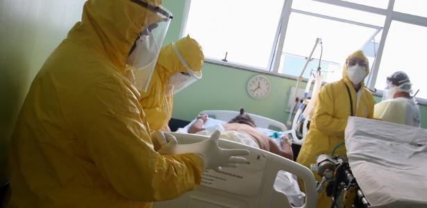 profissionais de saude tratam de paciente com coronavirus em hospital em santo andre sp 1593208240815 v2 615x300 - Brasil tem 57,6 mil mortes e 1,3 milhão de casos de Covid, diz consórcio