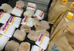 Menino de 5 anos gasta R$ 225 ao pedir hambúrgueres pelo celular da mãe