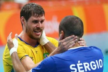 Dois brasileiros estão no top 5 de estrangeiros da Champions masculina