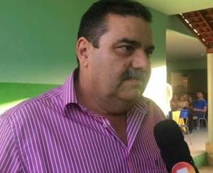 toto ribeiro 300x244 - Vereador tenta invadir casa de prefeito na Paraíba e o ameaça