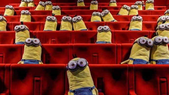 xblog minions.jpg.pagespeed.ic .ibzGYIZ5nv - Cinema usa bonecos de Minions para garantir distanciamento social