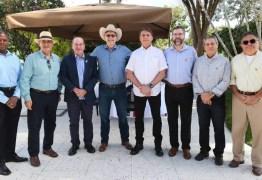 Embaixador dos EUA fará teste de coronavírus por churrasco com Bolsonaro no 4 de Julho