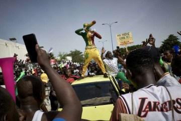 BB16CFK1 - Presidente do Mali prende manifestantes que protestavam após ele dissolver congresso do país
