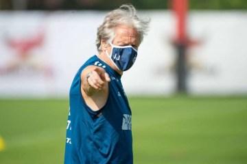 Flamengo emite nota repudiando atos que classificou como ataques sórdidos contra Jorge de Jesus
