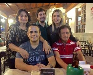 BOMBA  300x243 - HOMEM BOMBA: O Blogueiro Tércio funcionário do Bolsonaro e filho do casal campinense Jairo e Marlene Arnaud - ELE PODE DERRUBAR O PRESIDENTE