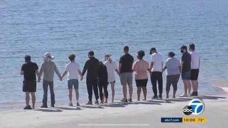 Ec1YhhLWkAsBjrQ 300x169 - HOMENAGEM: Elenco de 'Glee' se reúne em lago onde Naya Rivera morreu afogada