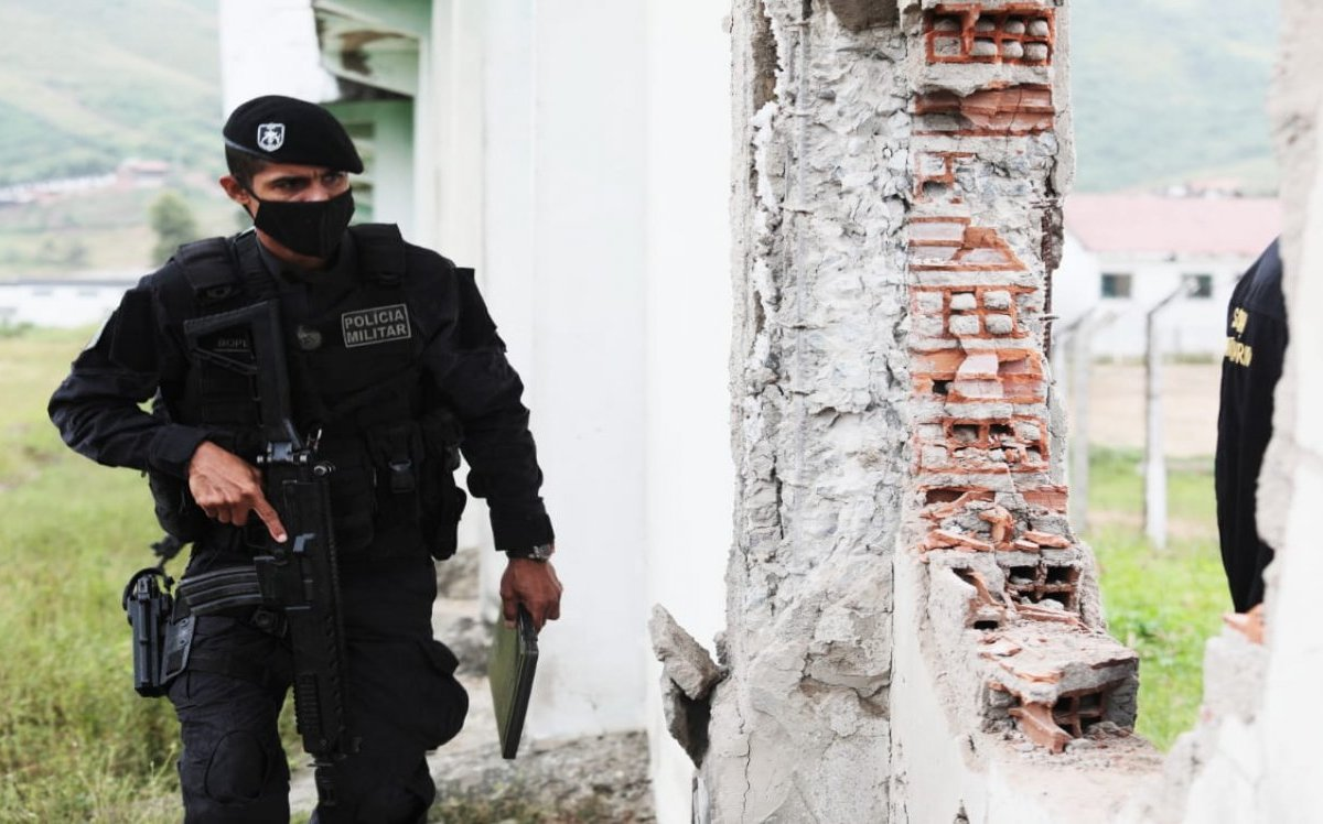 a09948254d policiamilitar 1 - Polícia captura fugitivos de presídio pernambucano que estavam se escondendo no interior da Paraíba
