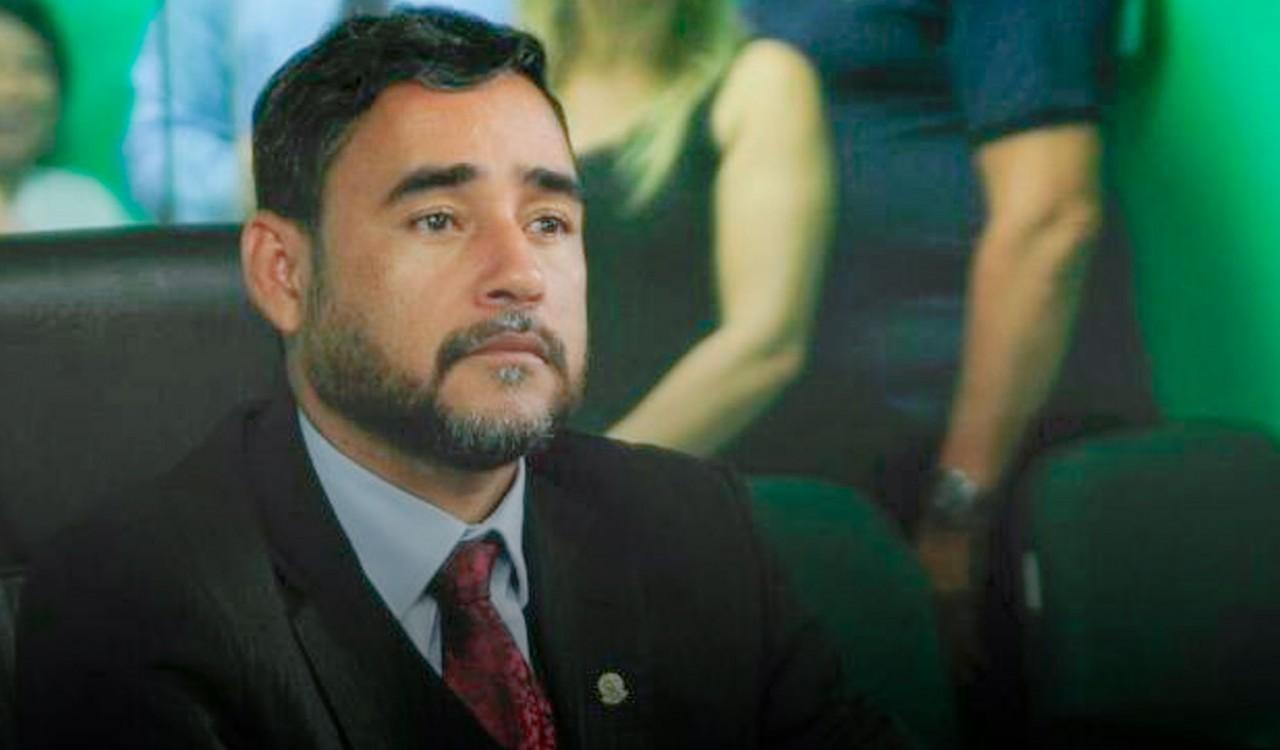 adriano martins 1 - BAYEUX: Vice-prefeito diz que única servidora com salário atrasado na cidade é a prefeita Luciene de Fofinho
