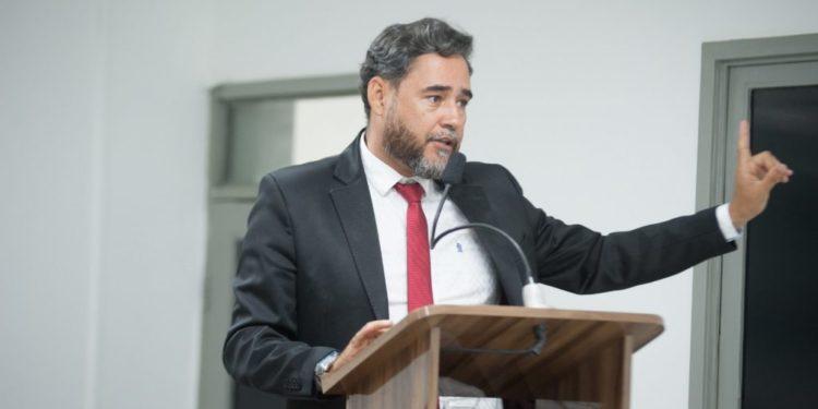 adriano Martins - SEM SALÁRIO: após descumprir decisão judicial, Adriano Martins denuncia Kita ao MP - VEJA VÍDEO