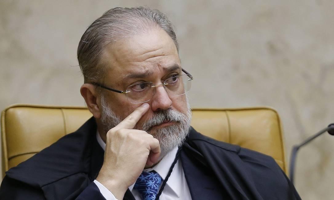 """aras - Em reunião de Conselho do MPF, Aras acusa colegas de plantar """"fake news"""" contra família"""