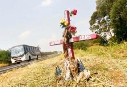 A ETERNIZAÇÃO DA PERDA: cruzes e capelas às margens de estradasdemarcam o local onde uma vida teve seu ponto final