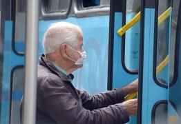 Idosos não estão proibidos de utilizar transporte coletivo e motoristas não devem impedir acesso ou cobrar passagem