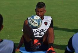 Léo Moura ficou fora de mais de 50% das partidas desde que chegou ao Botafogo-PB