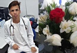 'Quero rosas brancas enfeitando meu caixão', disse técnico de enfermagem à mãe antes de ser entubado e morrer de Covid-19