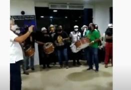 Velório de Pinto do Acordeon: familiares e amigos prestam as últimas homenagens ao cantor – VEJA VÍDEO