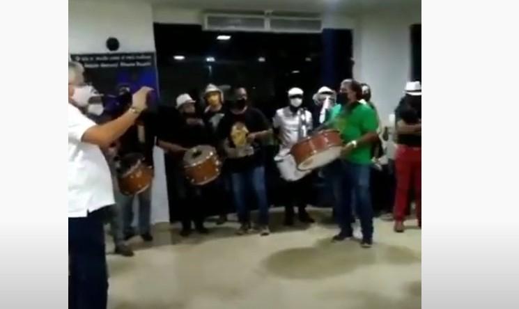 velorio - Velório de Pinto do Acordeon: familiares e amigos prestam as últimas homenagens ao cantor - VEJA VÍDEO