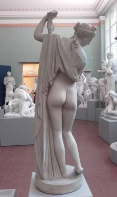 xblog bum 2.jpg.pagespeed.ic .01HVeN8y 9 - Museus disputam título de escultura com o melhor bumbum