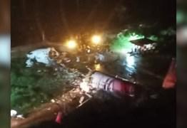 Avião com 191 passageiros se parte ao meio ao cair enquanto tentava pousar na Índia – VEJA VÍDEO
