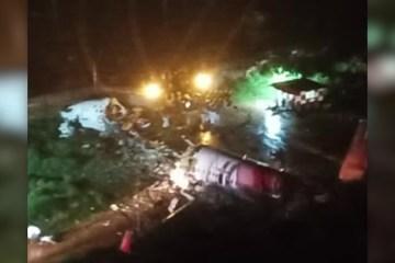 11173 7FCCFB47A5CD75EE - Avião com 191 passageiros se parte ao meio ao cair enquanto tentava pousar na Índia - VEJA VÍDEO