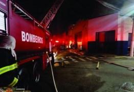 Mulher incendeia casa com filha dentro após descobrir traição do marido