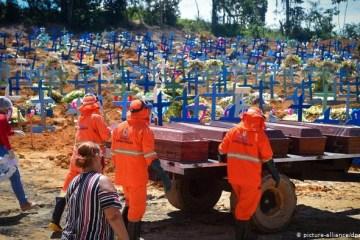 CORONA 3 - COVID-19: Brasil registra 1.301 novos óbitos e ultrapassa 105 mil mortes
