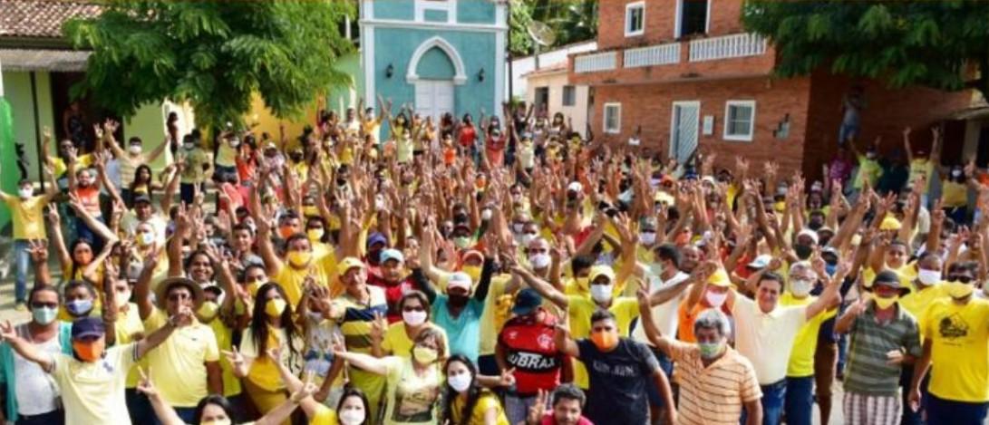 Capturar 23 - Prefeita de Pilõezinhos causa aglomeração nas ruas da cidade e responde criticas: 'não temos 100 mil mortes' - VEJA VÍDEOS