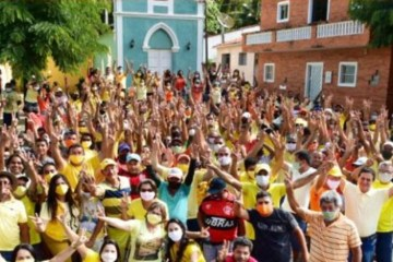 Prefeita de Pilõezinhos causa aglomeração nas ruas da cidade e responde criticas: 'não temos 100 mil mortes' – VEJA VÍDEOS
