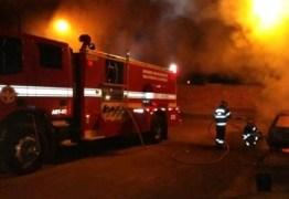 Incêndio destrói teto de lanchonete no Açude Velho, em Campina Grande