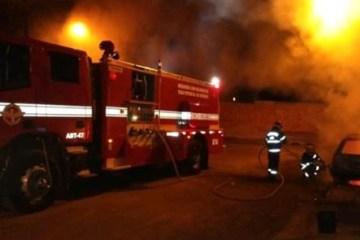 Capturar 4 - Incêndio destrói teto de lanchonete no Açude Velho, em Campina Grande