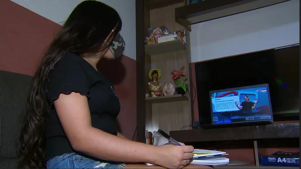 Capturario - Projeto oferece aulões gratuitos pela internet para ajudar alunos de escolas públicas