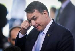 Flávio Bolsonaro diz não saber sobre depósitos feitos por Queiroz a sua esposa