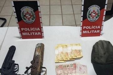 assalto farmacia catole - Polícia prende homem e apreende adolescente suspeitos de assaltar farmácia na Paraíba
