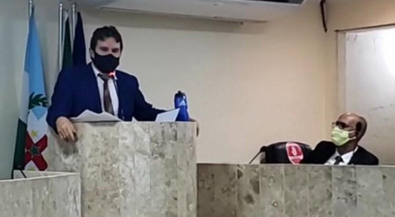 cofusão - Vereador acusa outro parlamentar de furto de celular e de 'ter pacto com satanás' - VEJA VÍDEO