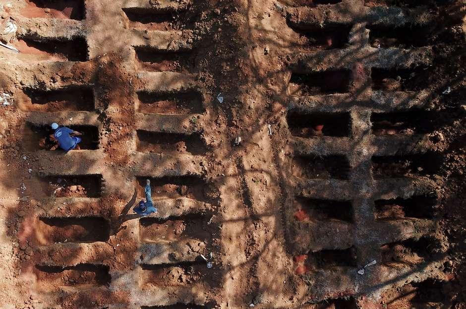 covid 3 - COVID-19: Brasil soma mais 1.274 mortes e 52 mil novos casos em 24h