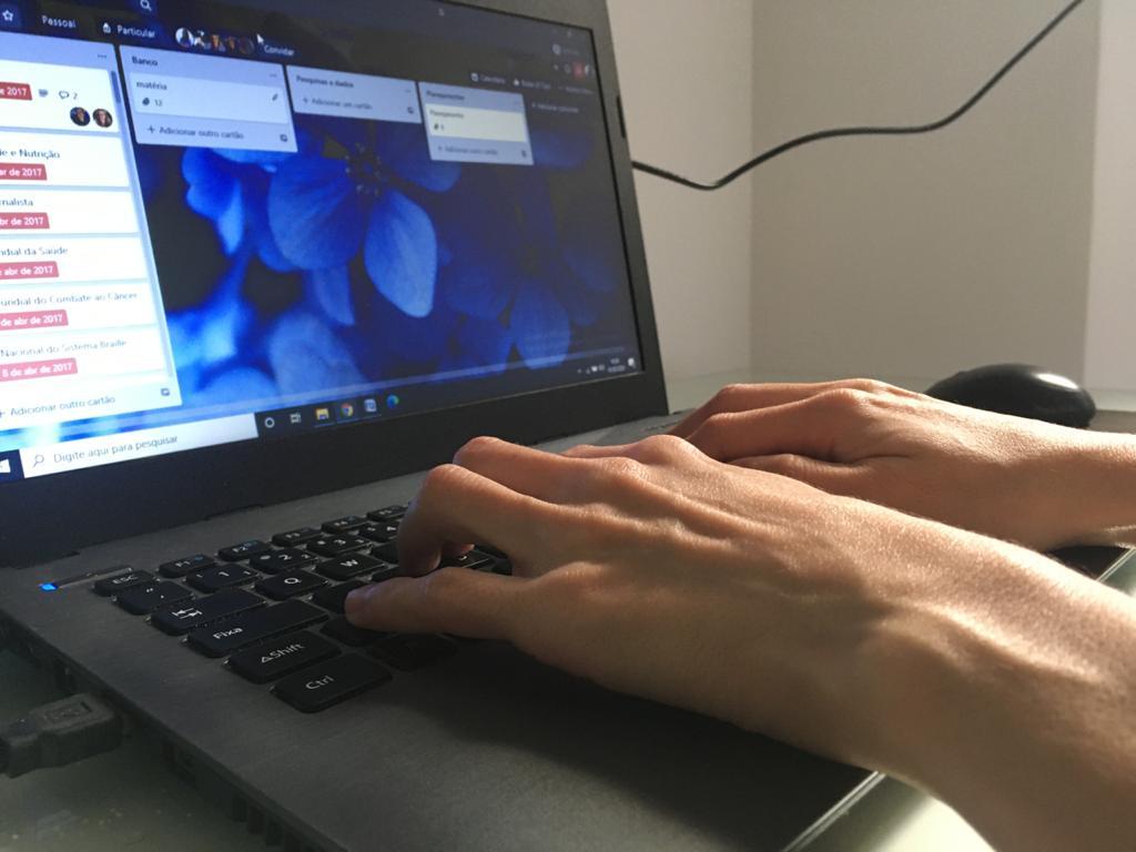 da2b5b6c 8d48 4be5 8ac2 a681ed58dcab - Uso repetitivo de celular, computador e tablet pode causar tendinites e especialistas dá dicas de como evitar problema