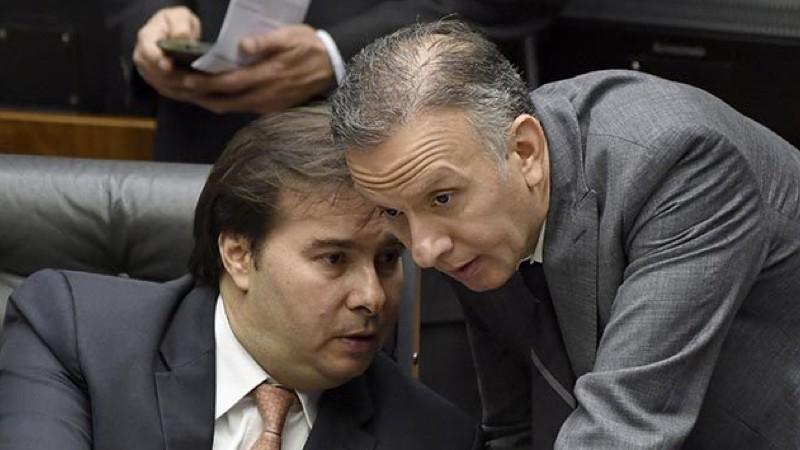 foto 2 2 - QUEDA DE BRAÇO: Rodrigo Maia ignora 'pressão' e mantém Aguinaldo Ribeiro na liderança da maioria