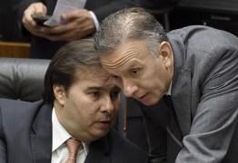 QUEDA DE BRAÇO: Rodrigo Maia ignora 'pressão' e mantém Aguinaldo Ribeiro na liderança da maioria