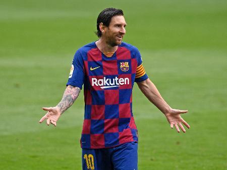 lionel messi durante a partida entre barcelona e celta 1593283749234 v2 450x337 - Diretoria do Barcelona afirma que discutir saída amigável de Messi do clube está fora de cogitação
