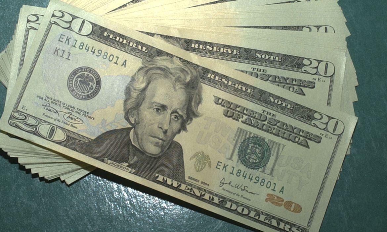 mca abr 10071918653 - Dólar fecha em leve alta em dia de reunião do Copom