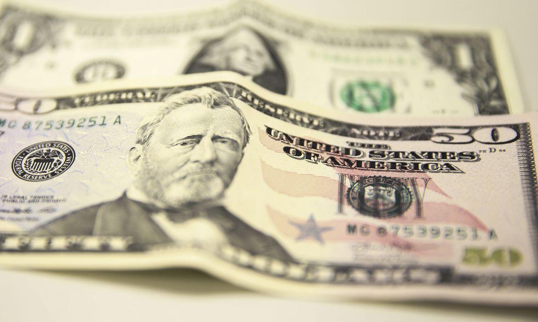 mca abr 24041914607 - Dólar sobe no dia, mas encerra julho com maior queda mensal do ano