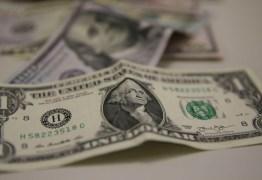 Dólar ultrapassa R$ 5,30 e fecha no maior valor em duas semanas