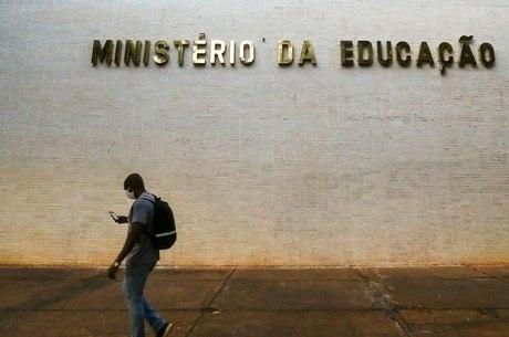 MEC deve ter corte de R$ 4,2 bilhões no orçamento em 2021