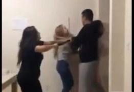 PM invade apartamento vizinho e agride jovens com cassetete – VEJA VÍDEO