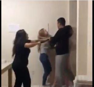 pm - PM invade apartamento vizinho e agride jovens com cassetete - VEJA VÍDEO