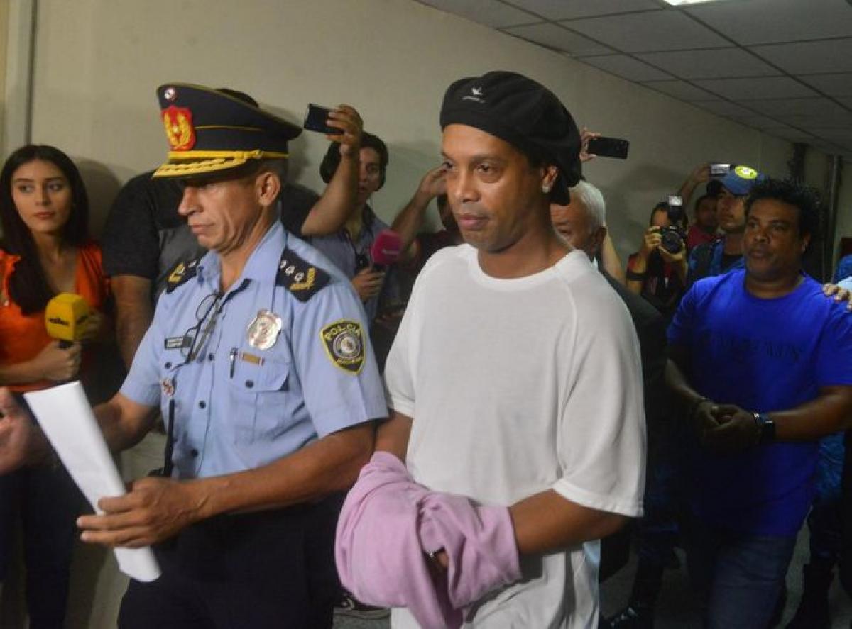 ronaldinho - Ronaldinho Gaúcho é solto no Paraguai e liberado para voltar ao Brasil