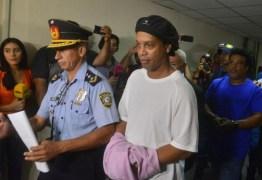 Ronaldinho Gaúcho é solto no Paraguai e liberado para voltar ao Brasil