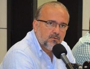 sergio meira 01 300x232 - Botafogo-PB: Meira admite racha no elenco; ouça