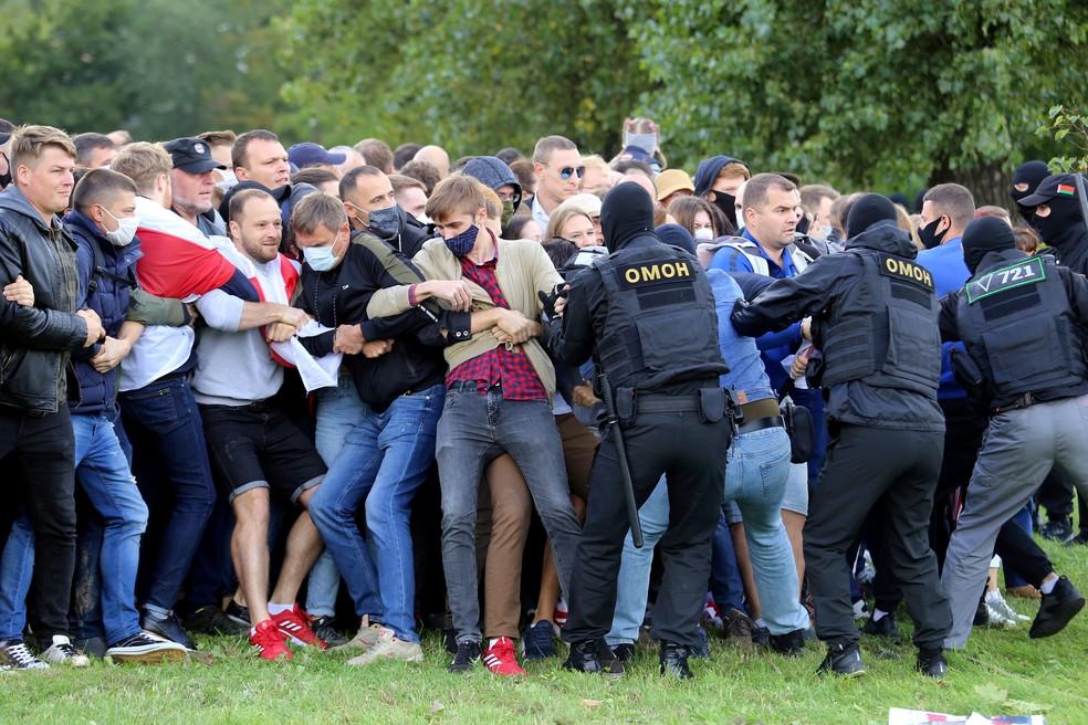 000 8pv6qt - Cerca de 250 manifestantes são detidos em protesto na capital de Belarus
