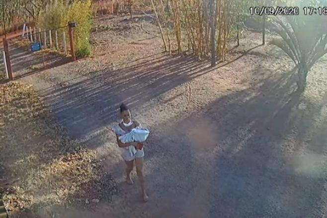 5801d58cf7974e8da3ab202a830ca1be - Câmeras de segurança registram momento em que mulher abandona bebê em matagal - VEJA VÍDEO